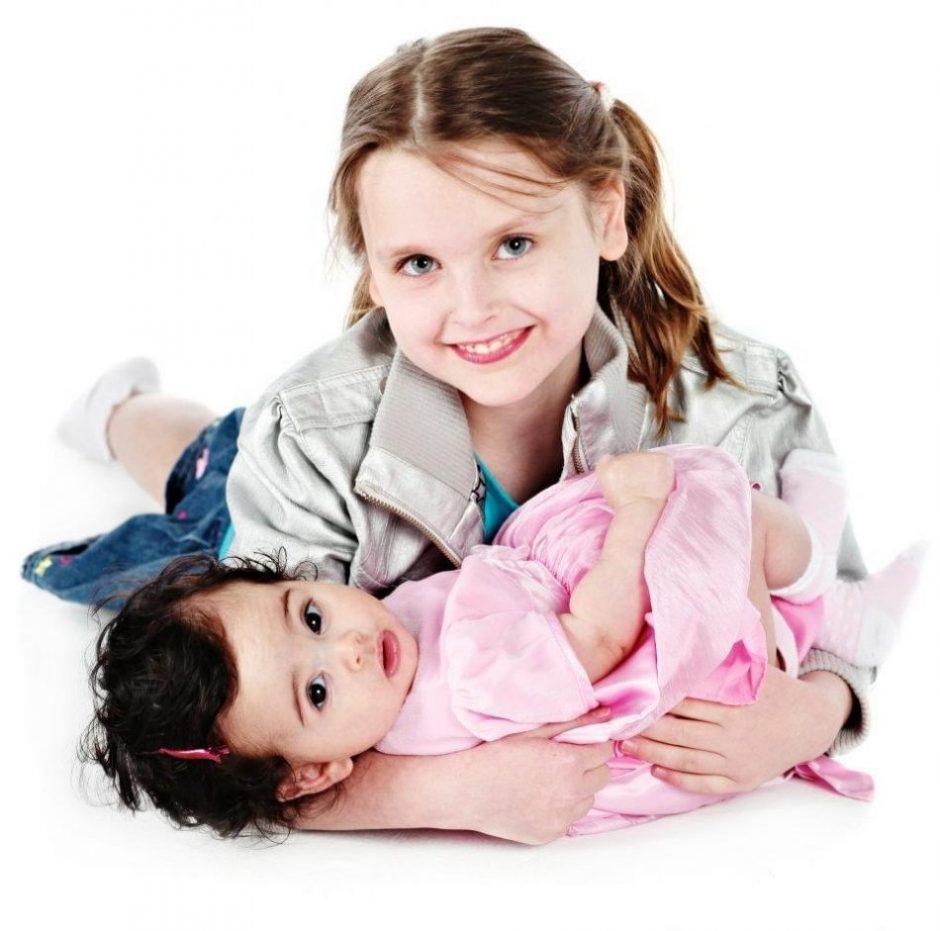 2 children smiling